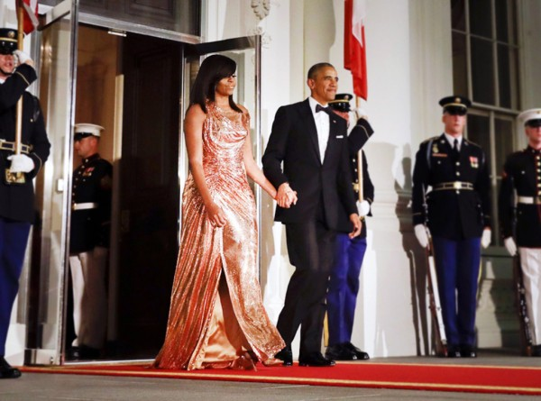 rs_1024x759-161018171105-1024-michelle-obama-versace-sequins-jl-101816